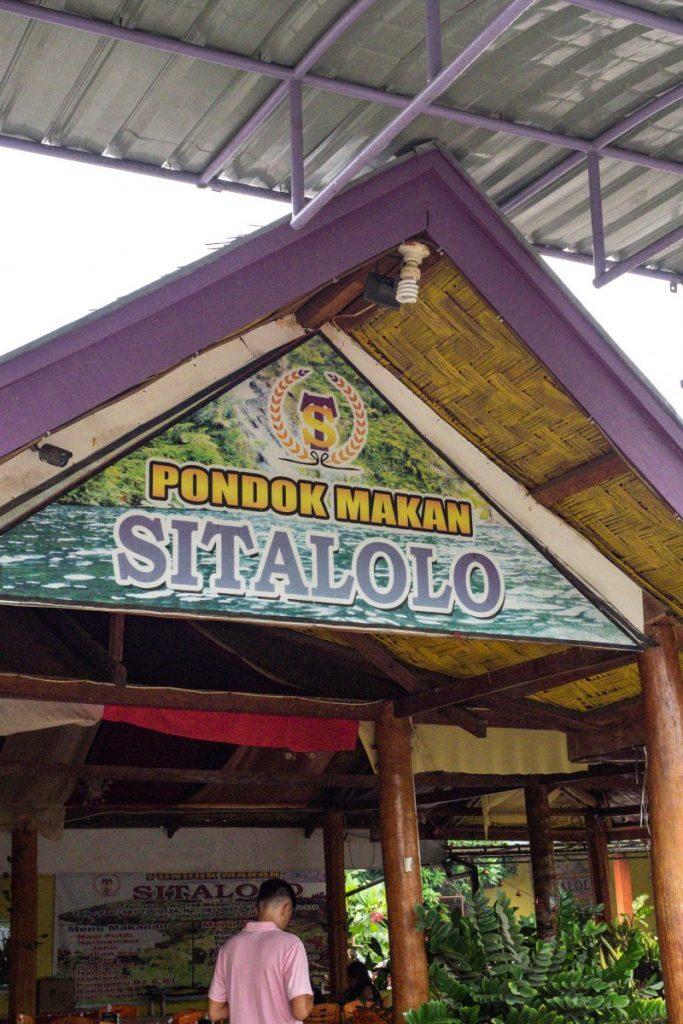 Pondok Makan Sitalolo - Ternyata Begini Kuliner Tepi Danau Khas Batak! 7