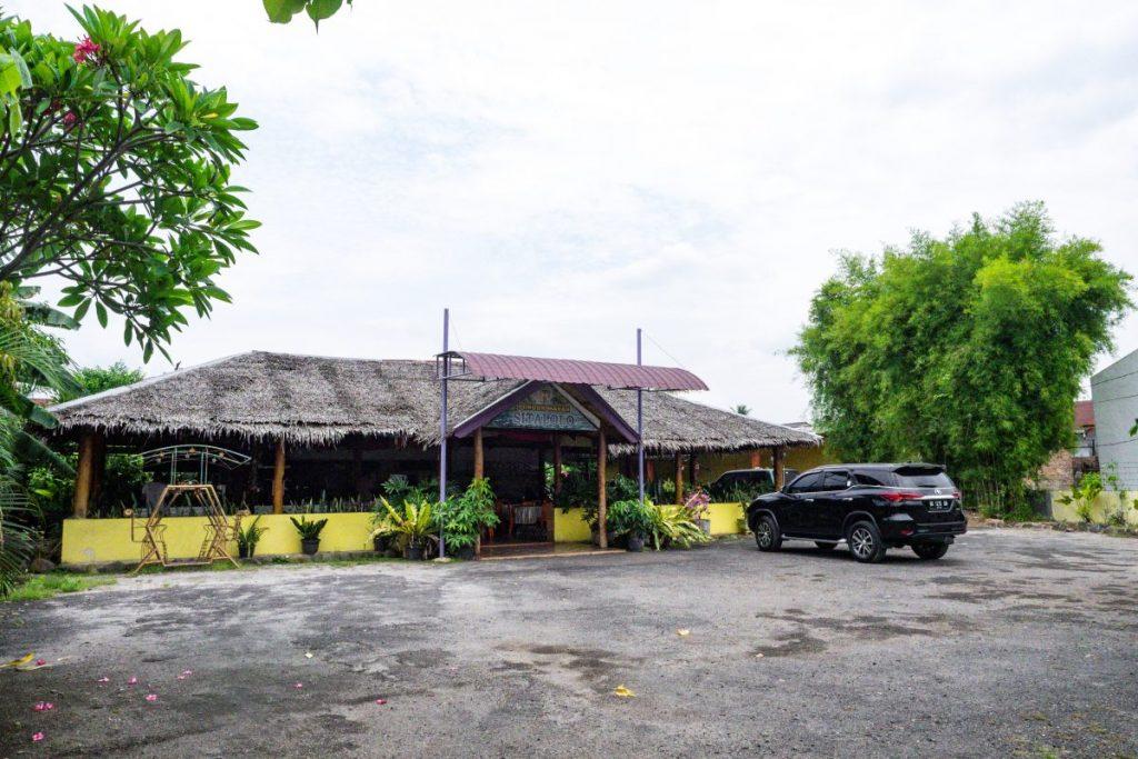 Pondok Makan Sitalolo - Ternyata Begini Kuliner Tepi Danau Khas Batak! 6