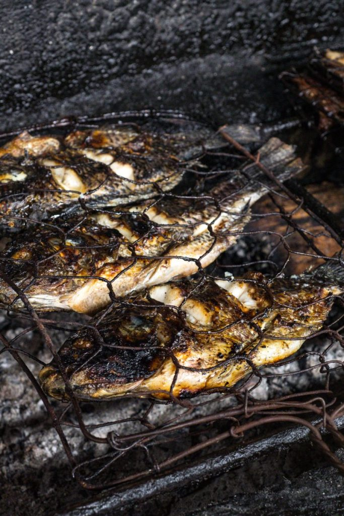 Pondok Makan Sitalolo - Ternyata Begini Kuliner Tepi Danau Khas Batak! 11