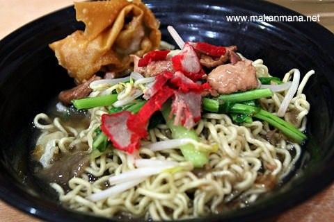 Lapar!? Nih MaMa bakal rekomendasiin 6 Mie Pangsit yang enak dan harus dikunjungi di Medan!