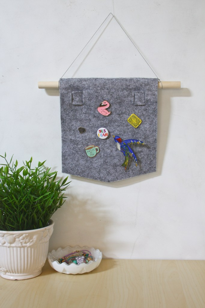 Enamel Pin Banner DIY by Make and Fable. A simple no sew felt pennant to display your pins, badges and brooches
