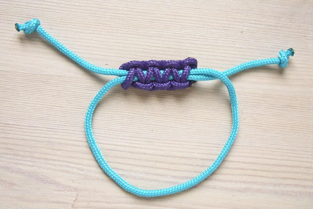Como amarrar um nó quadrado deslizante por marca e fábula
