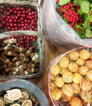 lots of natural decorations to choose from...