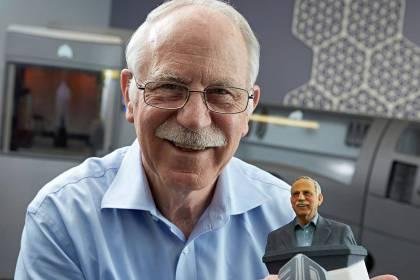 Chuck Hull - По-известен като Бащата на 3D принтерите.