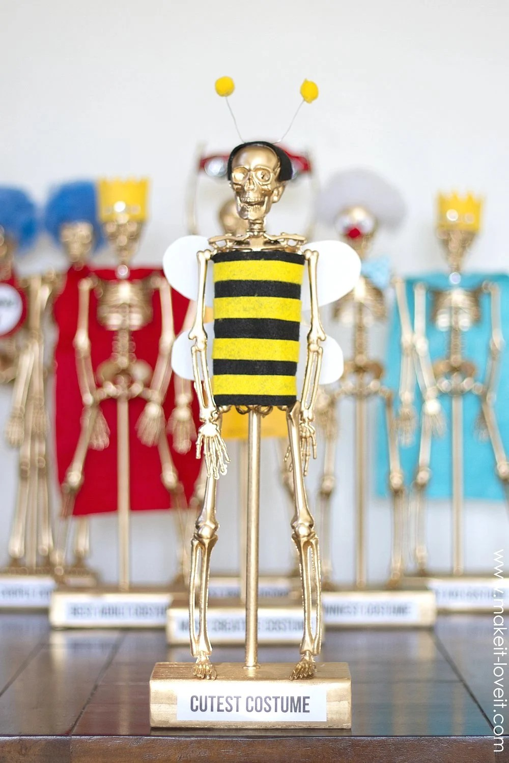 Costume Award Trophiesfor Your Halloween Party Make