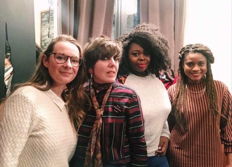 De gauche à droite: Luciana aka Me versus Me, Sophie Cheval, Gaëlle Prudencio et Jennifer Padjemi, journaliste chez Buzzfeed France et membre de l'équipe de la page Meufs qui anima la table ronde.