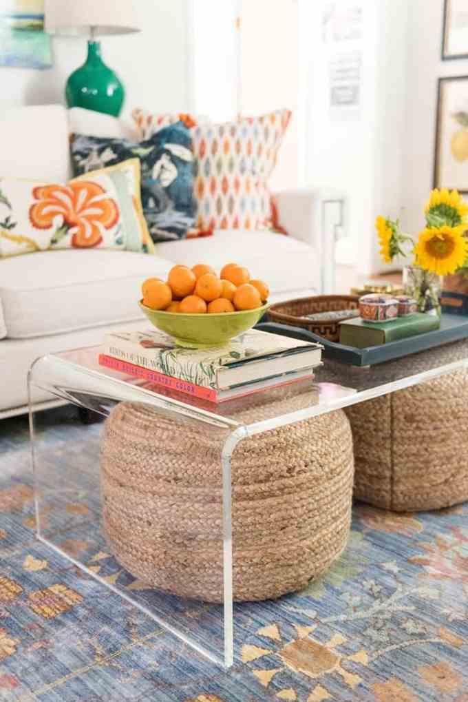 summer house living room - Πως θα κάνουμε ένα μικρό εξοχικό σπίτι να μοιάζει μεγαλύτερο