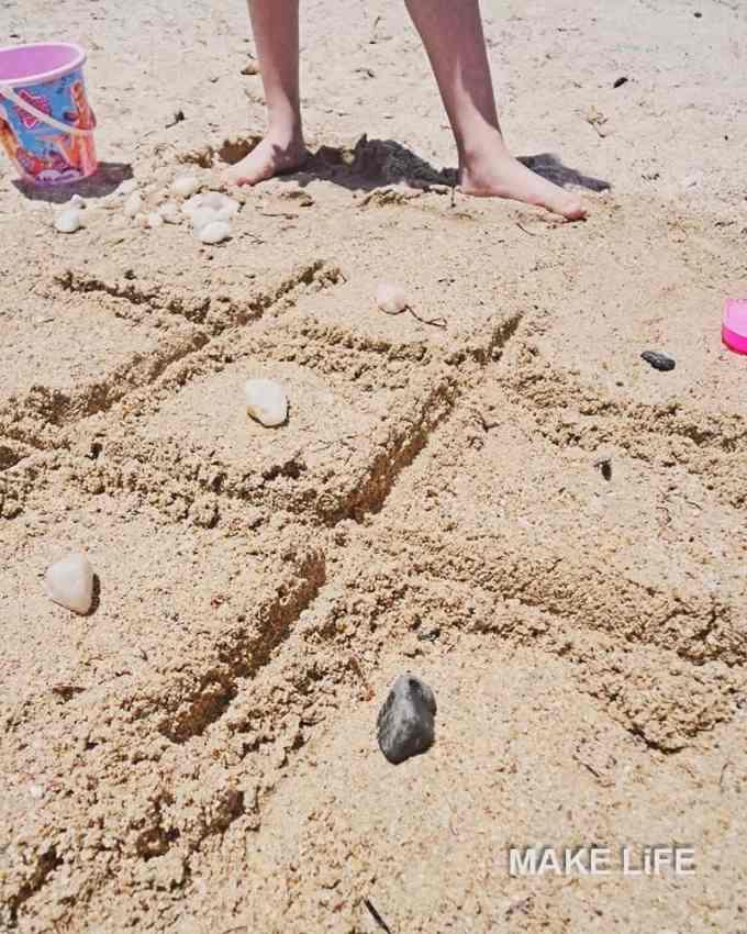 Τρίλιζα στην άμμο