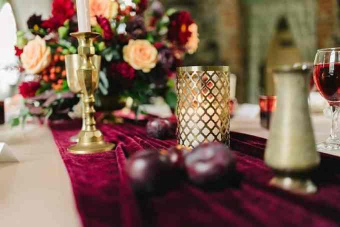 velvet table runner - Έτσι θα εντάξεις το βελούδο στη διακόσμηση του σπιτιού σου