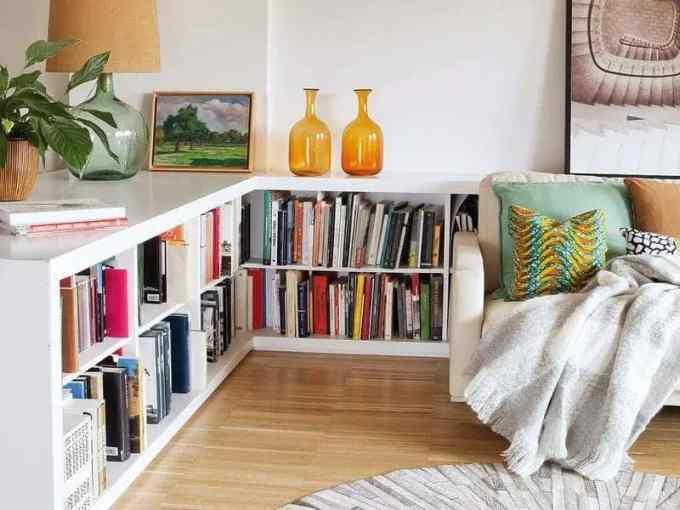 low bookshelves - Ιδέες για αποθήκευση βιβλίων και πως να διακοσμήσεις τα ράφια σου