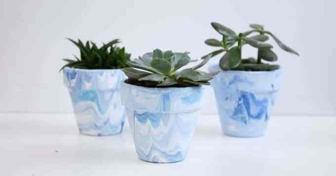 marbled terra cotta pots 5 - Πως θα φτιάξεις πήλινα γλαστράκια με όψη μάρμαρου
