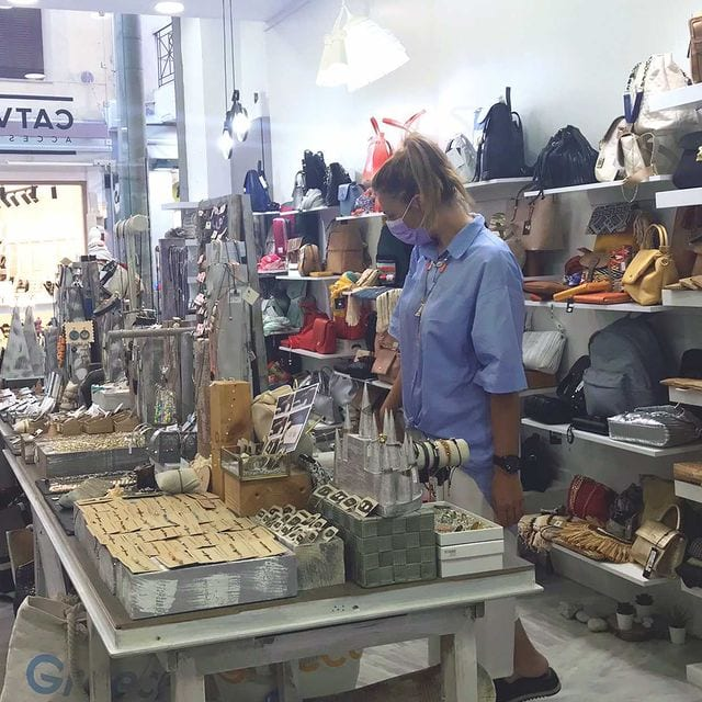 sales shopping 2 - Πως να ψωνίσεις στις εκπτώσεις έξυπνα και οικονομικά