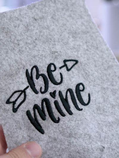Be Mine Schriftzug als Stickdatei herunterladen, handlettering