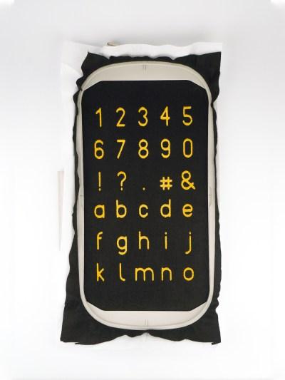 Zahlen, Zeichen und Kleinbuchstaben in diesen Set Stickdateien Buchstaben