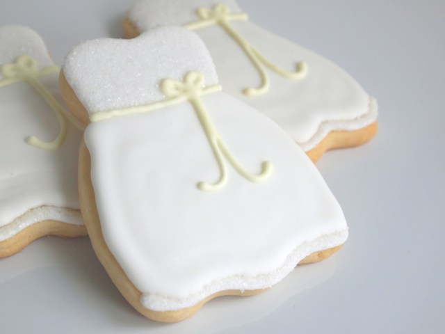 Wedding Dress Cookies for a Summer Bridal Shower