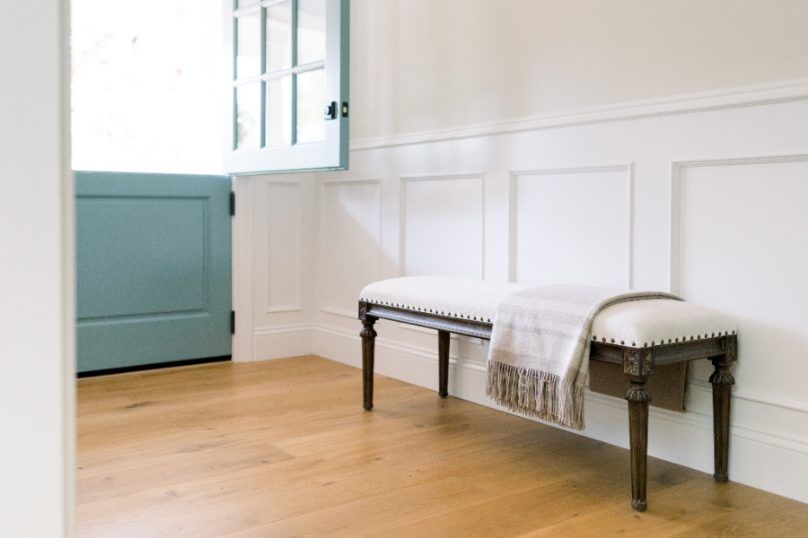 Foyer Bench with Throw