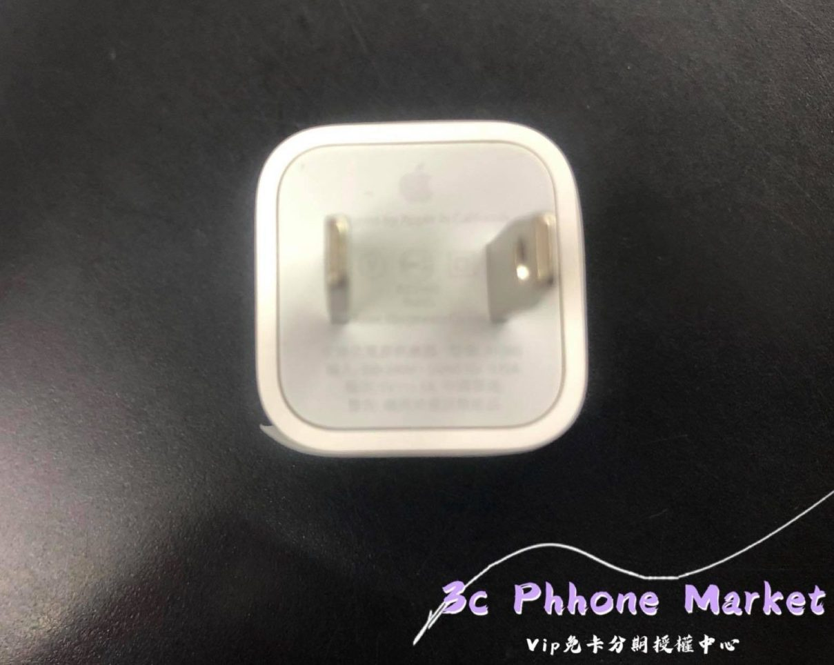 iPhone SE 2020 盒內充電器