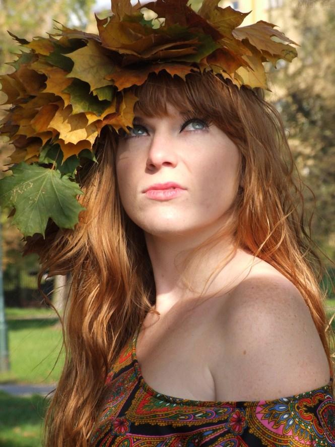 rudowlosa-dziewczyna-jesien-wianek-liscie-01