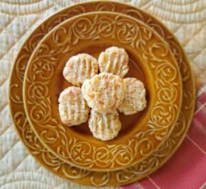 Spicy Onion Cheese Crackers