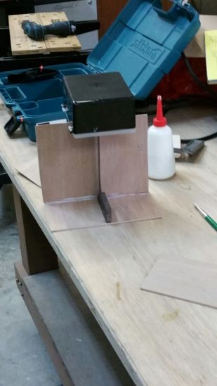 Support for stabilising the wood as it dries