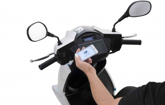 LO SCOOTER A4000i ARRIVA IN EUROPA LO SCOOTER ELETTRICO PREDISPOSTO PER IPHONE