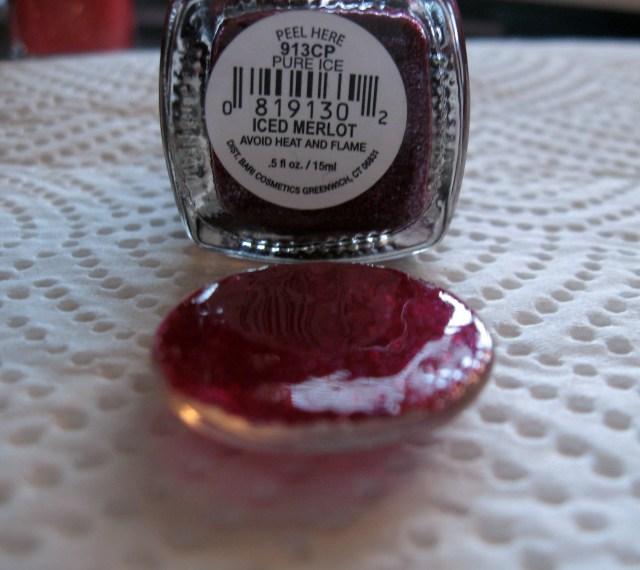 merlot red color used to make diy glitter pendant