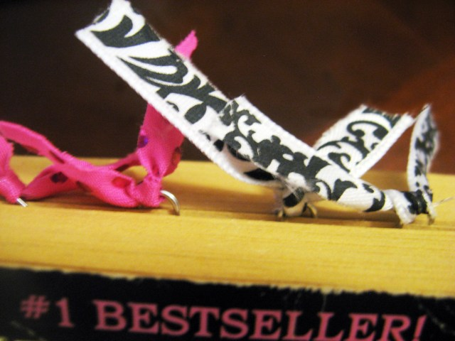 DIY-paper-clip-bookmarks