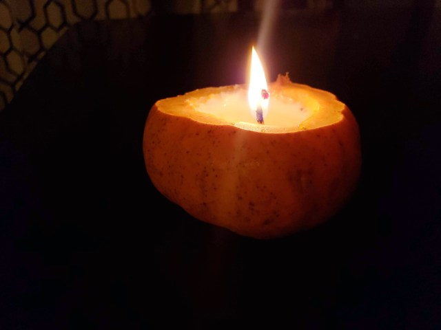 diy pumpkin candle