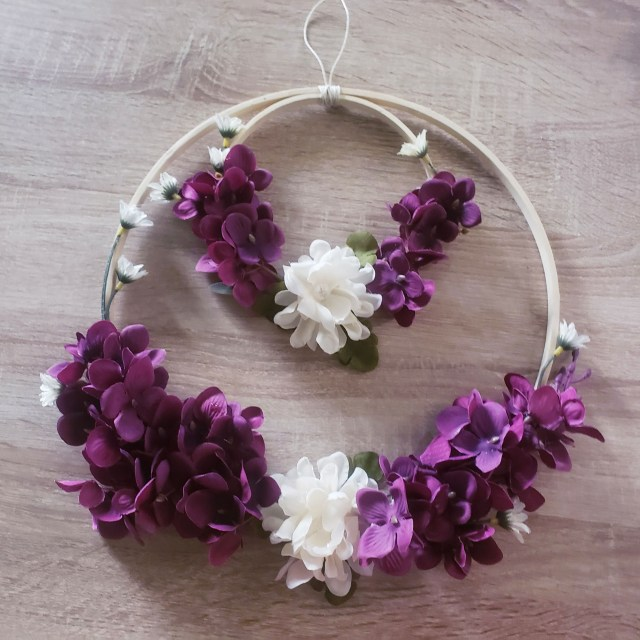 flower wreath from embroidery hoops