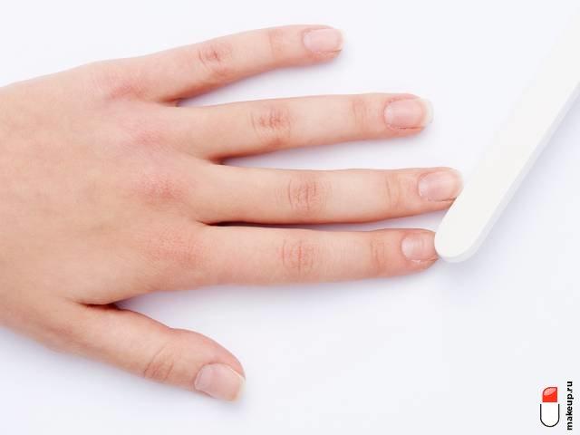 придайте форму ногтям