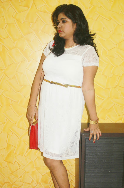 Classic White Dress With a Pop Of Red: Christmas #OOTD