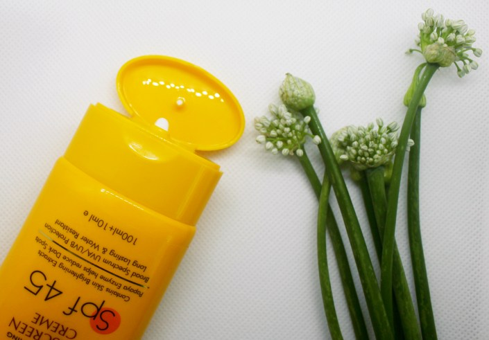 Astaberry Papaya Sunscreen Creme SPF45 Review