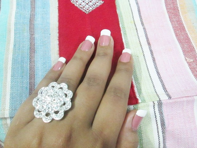 French-Manicure-at-Home