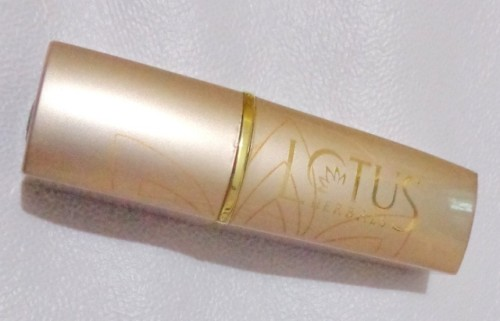Lotus-Herbals-Pure-Color-Carnation-Lipstick-Review-Photos-and-Swatches
