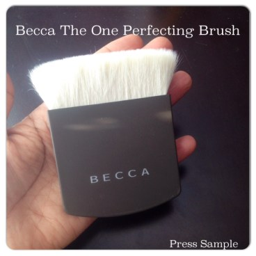Becca The One Perfecting Brush palm