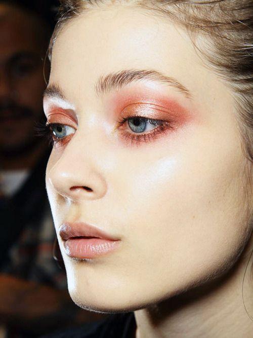Maquiagem para olhos azuis em casa