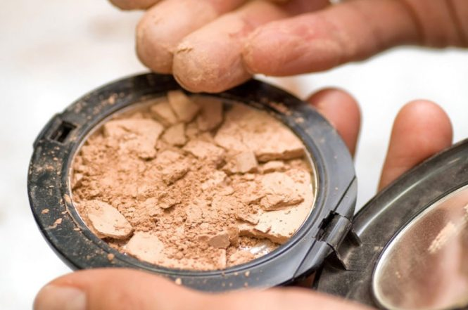 How to fix cracked makeup