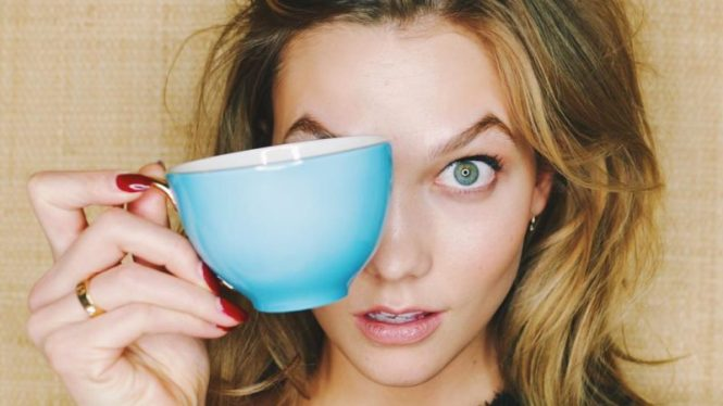 Karlie Kloss Coffee Cup Go To Brunch With a Hangover