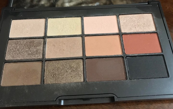 Jouer essential mtte and shimmer eyeshadow palette