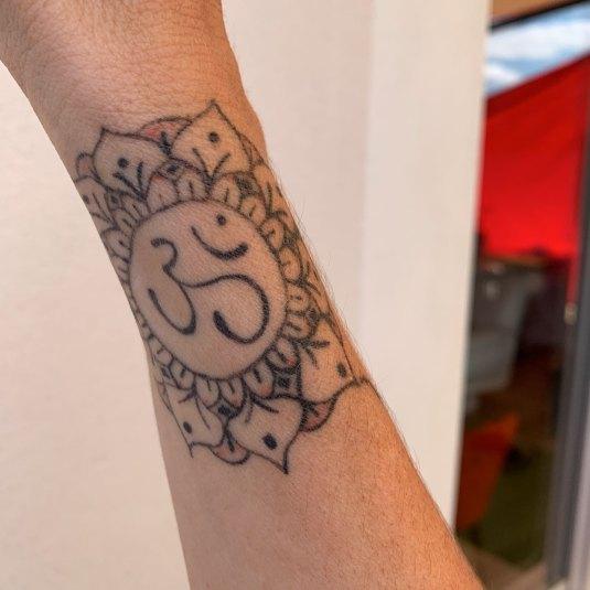 Tatouage Bessières : Om