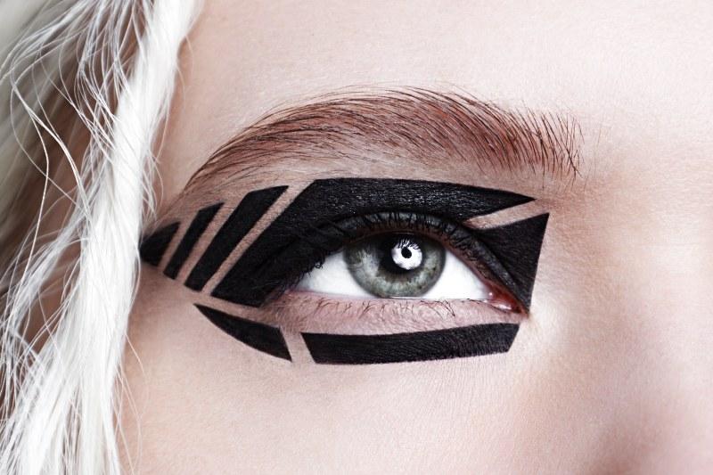 closeup studio beauty photo black graphic   graphic eyeliner