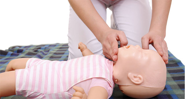 In These 41 Seconds you Will Learn How to Save a Choking Baby (Must-Watch Video)