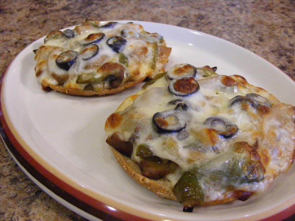 Mini Veggie Pizzas!