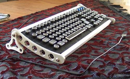 "Brushed Aluminum ""Von Slatt keyboard"""