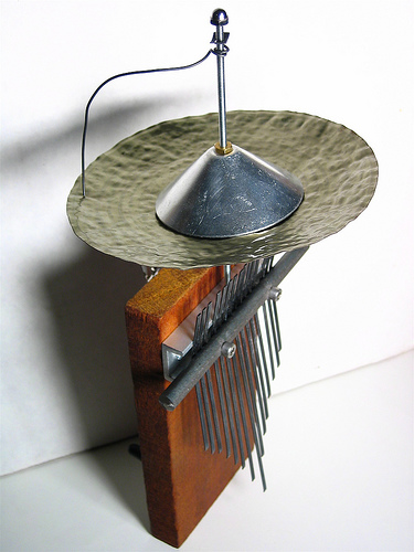 Kalimba buzz mechanism