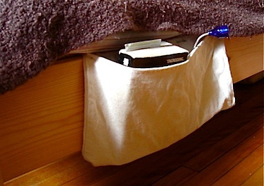 Under-bed pocket from tote bag