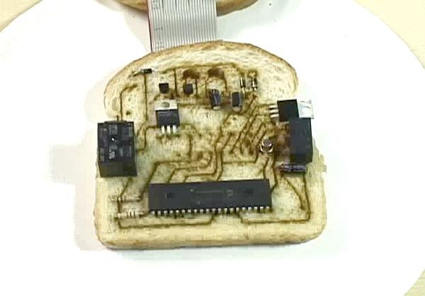 Bread circuit board blinks LEDs until eaten