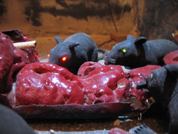 DIY Halloween: Motorized Rat Feast