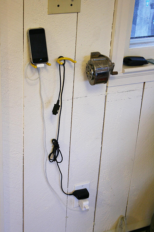 Dog-simple phone charging station