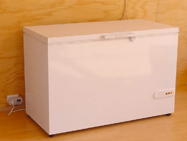 DIY: Refrigerator that uses .1 kWH a day